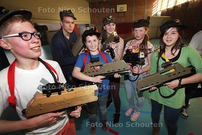 Charity Day op ONC Parkdreef - Lasergamen in de sporthal - ZOETERMEER 17 APRIL 2013 - FOTO NICO SCHOUTEN
