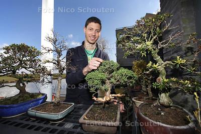 Martin Bonvie (26)  is expert in het kweken van bonsaiboompjes. En won hiermee ook een prijs - DEN HAAG 13 APRIL 2013 - FOTO NICO SCHOUTEN
