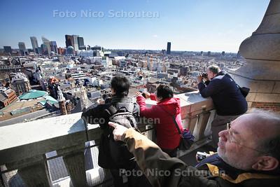 DAG VAN DE HAAGSE GESCHIEDENIS - Rondleiding in de Haagse toren - Genieten van het mooie uitzicht - DEN HAAG 7 APRIL 2013 - FOTO NICO SCHOUTEN