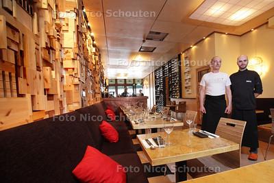 Restaurant Mochi -  Eigenaar/chef kok Patrick Buyze(L) en kok Bart - DEN HAAG 15 APRIL 2013 - FOTO NICO SCHOUTEN