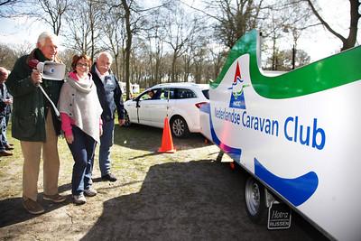 De Nederlandse Caravanclub (NCC) houdt dit weekend de workshop 'achteruitrijden met caravans' op Duinrell - vlnr de 84 jarige Graaf van Zuylen van Nyevelt, Karen Colijn van NCC en Caro Coxs van Caravan rijvaardigheids team, achter het stuur: de 18 jarige Leo Hilgerson - WASSENAAR 20 APRIL 2013 - FOTO NICO SCHOUTEN