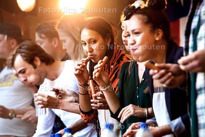 TEXAS BBQ op de Grote Markt - American HotDog Eating Contest - DEN HAAG 31 AUGUSTUS 2013 - FOTO NICO SCHOUTEN