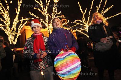 Kaarsjesavond op de Dorpsstraat - ZOETERMEER 17 DECEMBER 2013 - FOTOGRAAF NICO SCHOUTEN