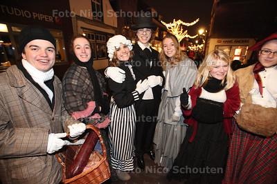 Charles Dickens festival in de Dorpsstraat - ZOETERMEER 13 DECEMBER 2013 - FOTOGRAAF NICO SCHOUTEN