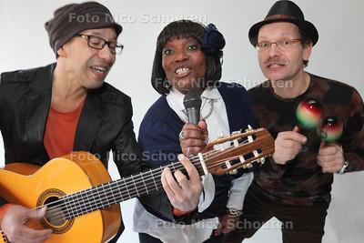 Gerda Havertong maakt met Flower to the People een nieuwe cd Bloemies - vlnr Frank Ong-Alok, Gerda Havertong en Wytze van der Zweep - ZOETERMEER 21 FEBRUARI 2013 - FOTO NICO SCHOUTEN