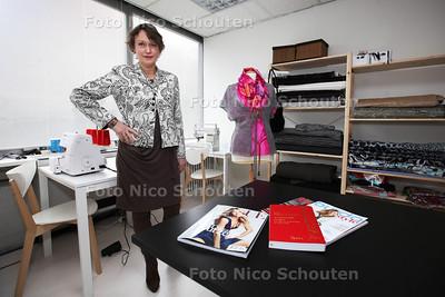 Sonja Perquin heeft een nieuw kledingatelier in het oude Rabobank-gebouw aan de Oranjelaan - ZOETERMEER 15 FEBRUARI 2013 - FOTO NICO SCHOUTEN