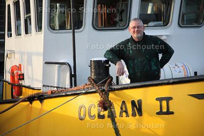 Henk van Dam neemt afscheid als sleepbootkapitein - DEN HAAG 27 FEBRUARI 2013 - FOTO NICO SCHOUTEN