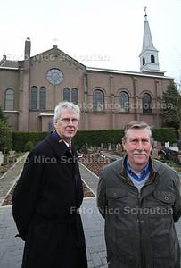 Dirk Luijendijk en Pier Tolsma bij de kerk van Bleiswijk - BLEISWIJK 28 FEBRUARI 2013 - FOTO NICO SCHOUTEN
