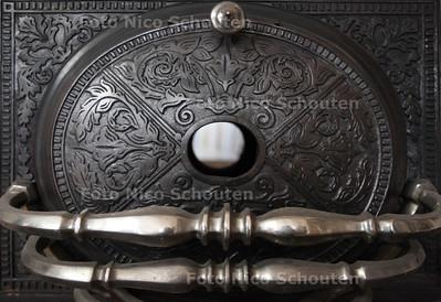 Mammoet Oude Bouwmaterialen - detail antieke houtkachel - DEN HAAG 17 JANUARI 2013 - FOTO NICO SCHOUTEN