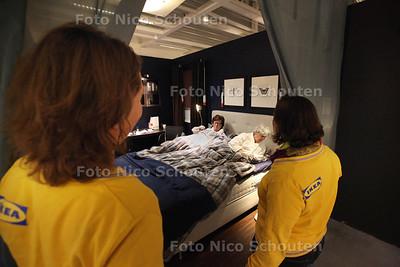 Slapen in de showroom van Ikea - DELFT 19 JANUARI 2013 - FOTO NICO SCHOUTEN