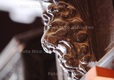 Mammoet Oude Bouwmaterialen - houtsnijwerk - DEN HAAG 17 JANUARI 2013 - FOTO NICO SCHOUTEN