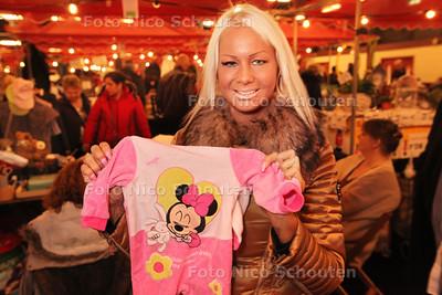 Op zondag heeft de Neuzelbeurs een speciale deelneemster. Samantha De Jong, beter bekend als Barbie van 'Oh Oh Cherso' en 'Barbie's Bruiloft' komt naar de Neuzelbeurs toe om haar tweedehandskleding te verkopen - RIJSWIJK 13 JANUARI 2013 - FOTO NICO SCHOUTEN