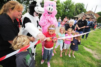 Kinderboerderij Essesteijn opent nieuwe speeltuin op het erf - VOORBURG 10 JULI 2013 - FOTO NICO SCHOUTEN