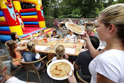 Pannenkoekenfestijn bij de Binnentuin - ZOETERMEER 20 JULI 2013 - FOTO NICO SCHOUTEN