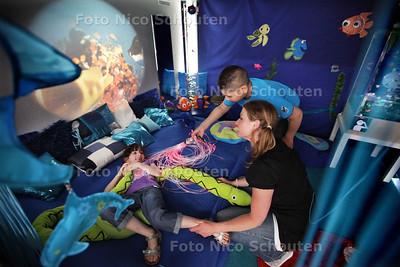 Opening snoezelruimte Inspecteur S. de Vriesschool - DEN HAAG 18 JUNI 2013 - FOTO NICO SCHOUTEN