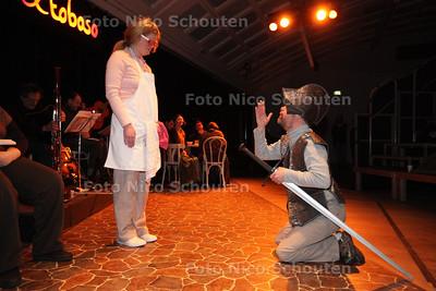 Groep Ekscalibur (verstandelijk gehandicapten) oefenen stuk Don Quichotte - DEN HAAG 21 MAART 2013 - FOTO NICO SCHOUTEN