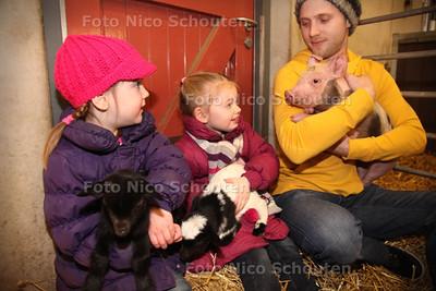 Geboortegolf op Weidemolen vlnr  Jasmijn, Finne en verzorger Florus - ZOETERMEER 18 MAART 2013 - FOTO NICO SCHOUTEN