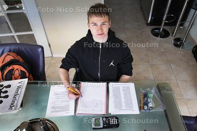 Rutger Ham, eindexamenkandidaat vwo - ZOETERMEER 12 MEI 2013 - FOTO NICO SCHOUTEN