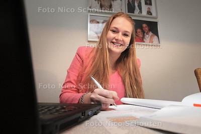examenkandidate Amber van der Salm - ZOETERMEER 13 MEI 2013 - FOTO NICO SCHOUTEN