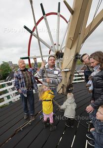 Molen De Hoop is open in het kader van de Molendag. Bijzondere is dat zij eenn nieuw stuk stelling officieel in gebruik gaan nemen - Molenaars