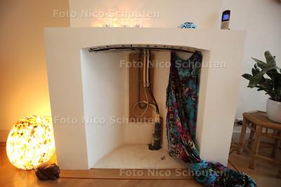 Familie Schutten in hun duurzame huis - De energie komt nu uit de schoorsteen ipv dat het eruit gaat - Wonen 1 - DEN HAAG 16 NOVEMBER 2013 - FOTOGRAAF NICO SCHOUTEN