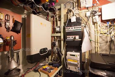Familie Schutten in hun duurzame huis - De meterkast - Wonen 1 - DEN HAAG 16 NOVEMBER 2013 - FOTOGRAAF NICO SCHOUTEN