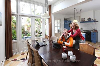 Familie Schutten in hun duurzame huis - Wonen 1 - DEN HAAG 16 NOVEMBER 2013 - FOTOGRAAF NICO SCHOUTEN
