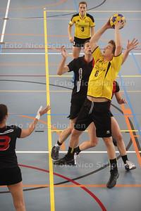 Korfbal: KVS-Tempo (aanval Tempo) - DEN HAAG 23 NOVEMBER 2013 - FOTGRAAF NICO SCHOUTEN