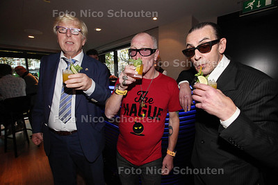 Nachtburgemeester René Bom lanceert eigen cocktail 'The Hague Bomb' in trendy bar SPARK - vlnr Nachtburgemeesters Menno Quark (Delft), René Bom (Den Haag) en Jules Deelder (Rotterdam) - DEN HAAG 26 OKTOBER 2013 - FOTOGRAAF NICO SCHOUTEN