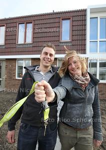 Eerste bewoners van RijswijkBuiten, Mark van Bodegraven en Ellen Smit, krijgen sleutel - RIJSWIJK 28 OKTOBER 2013 - FOTOGRAAF NICO SCHOUTEN