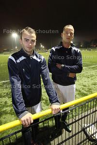 Dennis Friederich (l) en Chris Rog van FC Zoetermeer - ZOETERMEER 15 OKTOBER 2013 - FOTOGRAAF NICO SCHOUTEN