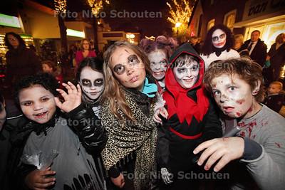 Halloween in de Dorpsstraat - ZOETERMEER 18 OKTOBER 2013 - FOTGRAAF NICO SCHOUTEN