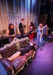 Tijdens deze herfstvakantie zijn leerlingen van het Picasso Lyceum druk bezig met de voorbereidingen op twee voorstellingen tijdens het Thrillerfestival - ZOETERMEER 23 OKTOBER 2013 - FOTOGRAAF NICO SCHOUTEN