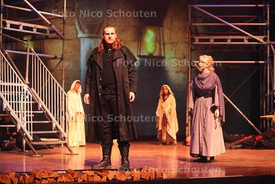 Musical MacBeth in het Stadstheater. Met hoofdrolspeler Milan van Weelden - ZOETERMEER 27 OKTOBER 2013 - FOTO NICO SCHOUTEN