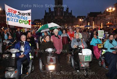 Vanavond wordt er gedemontreerd tegen de drastische bezuinigingen op de Zorg in Delft, na rijksbezuinigingen - DELFT 13 SEPTEMBER 2013 - FOTO NICO SCHOUTEN