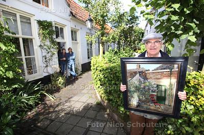 Jan van den Elshout heeft een boekje geschreven over de kunstenaars van de Mallemolen - DEN HAAG 16 SEPTEMBER 2013 - FOTO NICO SCHOUTEN