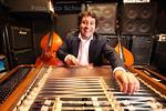 Marius Preda gaat als nieuwe eigenaar muziekcafe de Pater nieuw leven inblazen - DEN HAAG 23 SEPTEMBER 2013 - FOTOGRAAF NICO SCHOUTEN