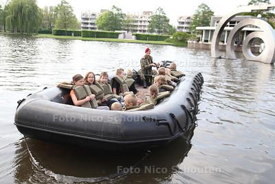Landmachtdag - Varen op de Dobbeplas - ZOETERMEER 23 APRIL 2014 - FOTOGRAFIE NICO SCHOUTEN