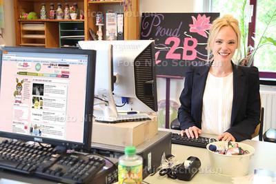Scarlet Hemkes, oprichter en hoofdredacteur van de succesvolle webcommunity Proud2BMe die komende maand 5 jaar bestaat - LEIDSCHENDAM 30 APRIL 2014 - FOTGRAFIE NICO SCHOUTEN