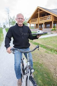 Kees Verhagen, eigenaar van restaurant Happy Moose. Happy Moose doet vanaf 9 mei mee aan Happen en Trappen. Deelnemers doen vijf restaurants in Zoetermeer aan en krijgen bij iedere gelegenheid een gang. Happy Moose is een van de deelnemers - ZOETERMEER 29 APRIL 2014 - FOTOGRAFIE NICO SCHOUTEN