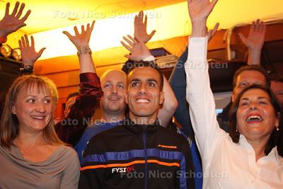 Hardloper Khalid Choud wordt door zijn club Haag Atletiek in het zonnetje gezet vanwege zijn fraaie prestatie tijdens de Marathon van Rotterdam - DEN HAAG 16 APRIL 2014 - FOTOGRAFIE NICO SCHOUTEN