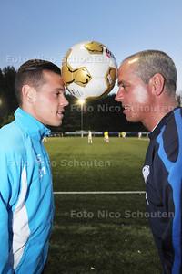 vader Eki (R) en zoon Giovanni Korte. Verhaal gaat over dit voetbalgezin. Beiden jagen met hun club op promotie. Korte is trainer van DWO, Giovanni speler van FC Dordrecht - ZOETERMEER 22 APRIL 2014 - FOTGRAFIE NICO SCHOUTEN