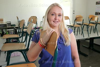 Juf Sandy Oostdijk van basisschool de Regenboog - DEN HAAG 27 AUGUSTUS 2014 - FOTOGRAFIE NICO SCHOUTEN
