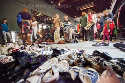 The Vintage Rebel organiseert een vintage kilo sale - DEN HAAG 30 AUGUSTUS 2014 - FOTOGRAFIE NICO SCHOUTEN