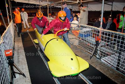 Bobslee-start op de mobiele startbaan die staat opgesteld in het pand van Silverdome - PvdA - ZOETERMEER 22 FEBRUARI 2014 - FOTGRAFIE NICO SCHOUTEN