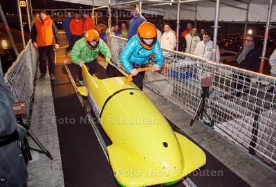 Bobslee-start op de mobiele startbaan die staat opgesteld in het pand van Silverdome - CDA - ZOETERMEER 22 FEBRUARI 2014 - FOTGRAFIE NICO SCHOUTEN