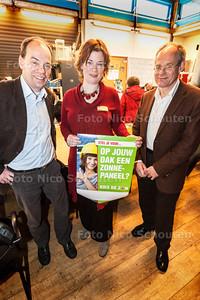 Jakobien Groeneveld (GroenLinks), Peter van Oppen en Walter Jansen(l) (beiden initiatiefnemers voor een energiecentrale) - ZOETERMEER 25 JANUARI 2014 - FOTOGRAFIE NICO SCHOUTEN