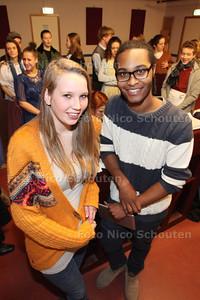 Lola (l) en Rayjin twee jonge theatermakers. Musical Moet, in februari houden zij een musical in het Kwadranttheater - ZOETERMEER 21 JANUARI 2014 - FOTOGRAAF NICO SCHOUTEN