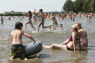 Drukte bij Noord Aa door mooi weer - ZOETERMEER 19 JULI 2014 - FOTOGRAFIE NICO SCHOUTEN