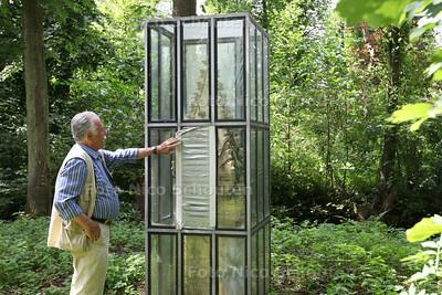 Het kunstwerk Facades van Hans van Bentem (een soort kas van aluminium en glas met daarin een keramieken facade) gaat weg uit de tuin (achter het museum). Het glas is beschadigd - ZOETERMEER 30 JULI 2014 - FOTOGRAFIE NICO SCHOUTEN